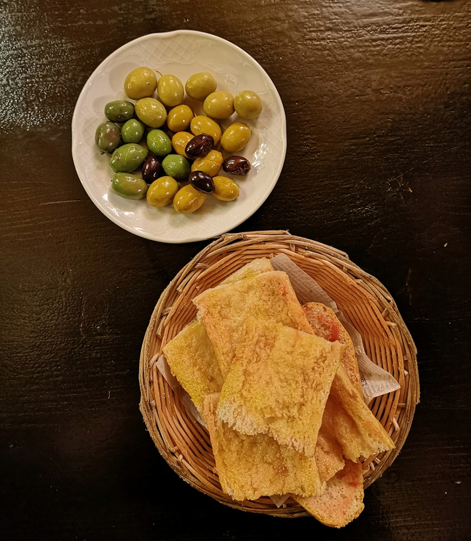 Quimet Pan Con Tomate Olives