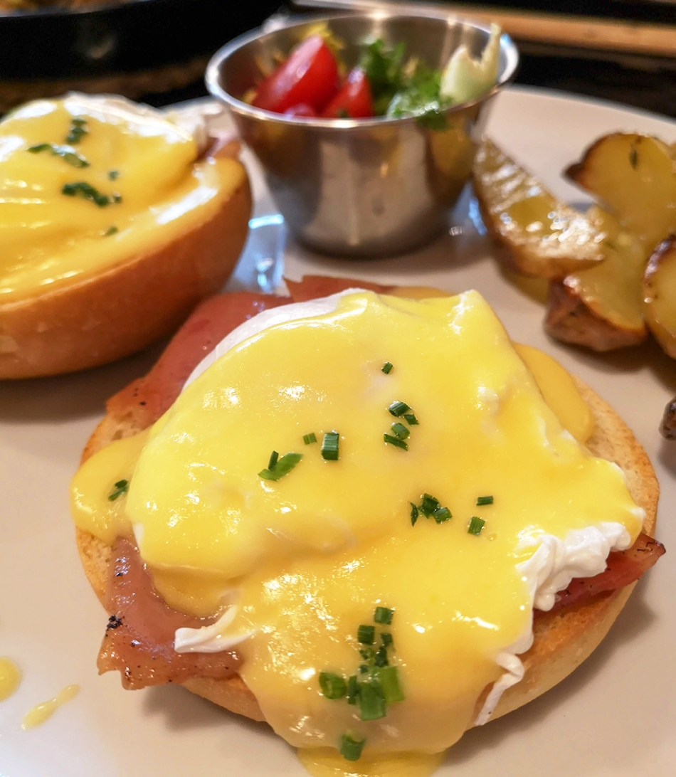 billy brunch eggs benedict
